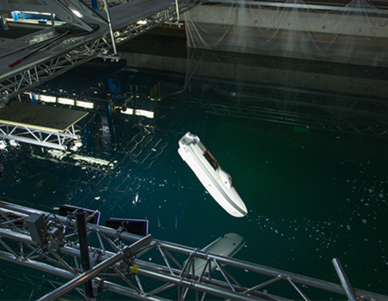 Free-fall lifeboat testing in wave tank VIKING Norsafe